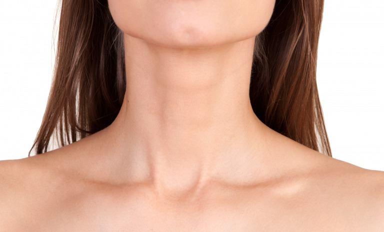 女性の首のしわ